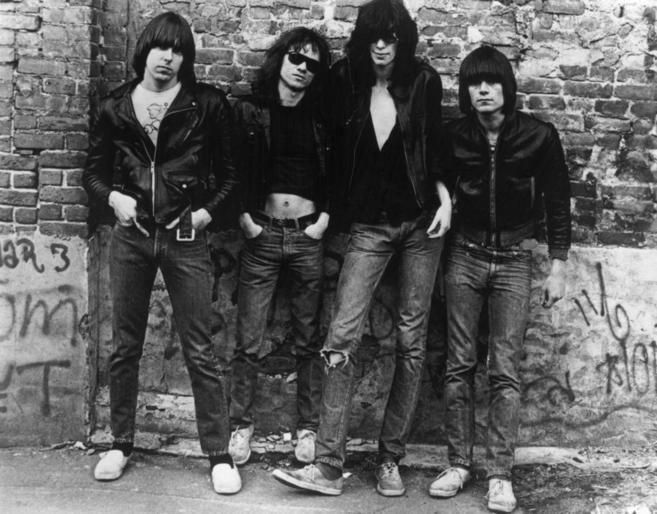 De izda. a dcha.:Johnny Ramone (1948 - 2004) Tommy Ramone (1952-2014),...