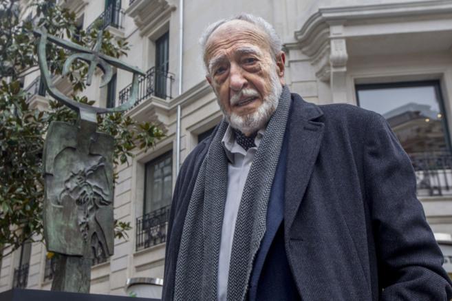 El escultor vasco Néstor Basterretxea.