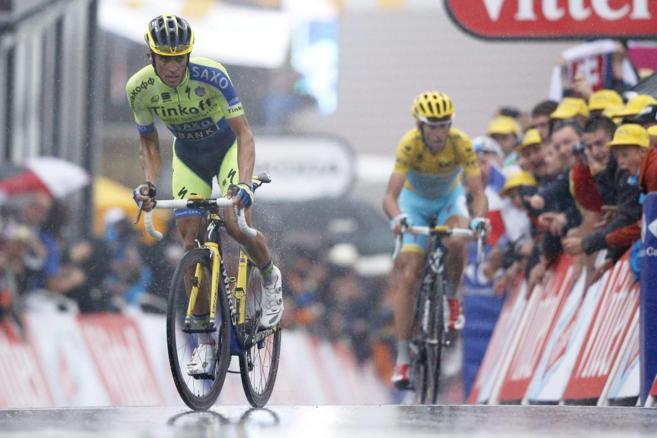 Alberto Contador ha conseguido rebajar 3 segundos al maillot amarillo,...