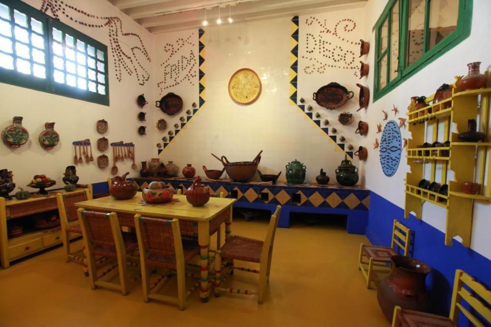 Vista de la cocina de la pintora mexicana Frida Kahlo.