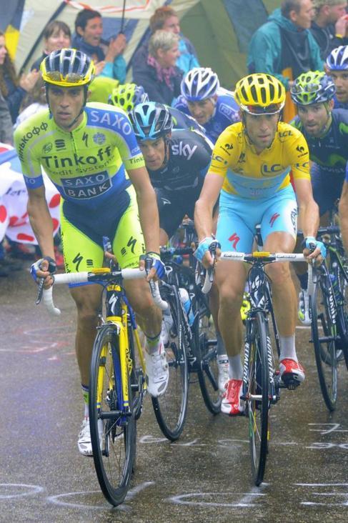 Contador y Nibali mantienen su lucha por ser campeón en París.