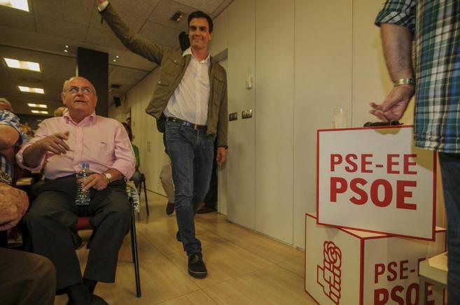 Pedro Sánchez en un acto de campaña en el País Vasco.