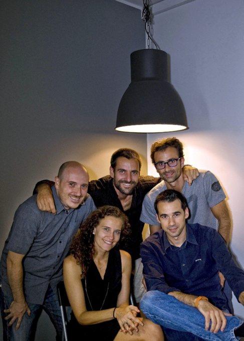 El equipo de la 'app' Locky posa en su sede de Barcelona.