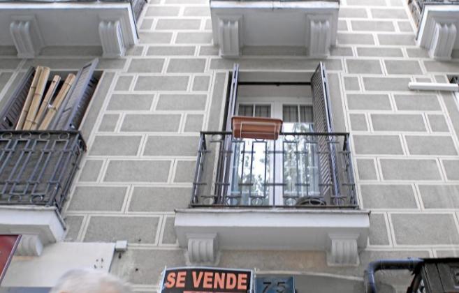 Imagen de archivo de una vivienda con el cartel de 'Se...