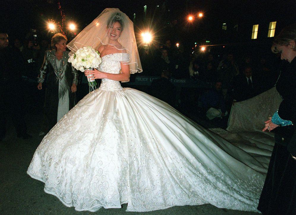 las famosas peor vestidas el día de su boda - thalia. está claro que