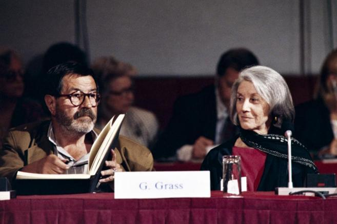 Gordimer y Gunter Grass, en 1990.