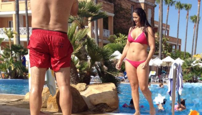 Rosa López, este fin de semana en la piscina de un hotel de Chiclana...