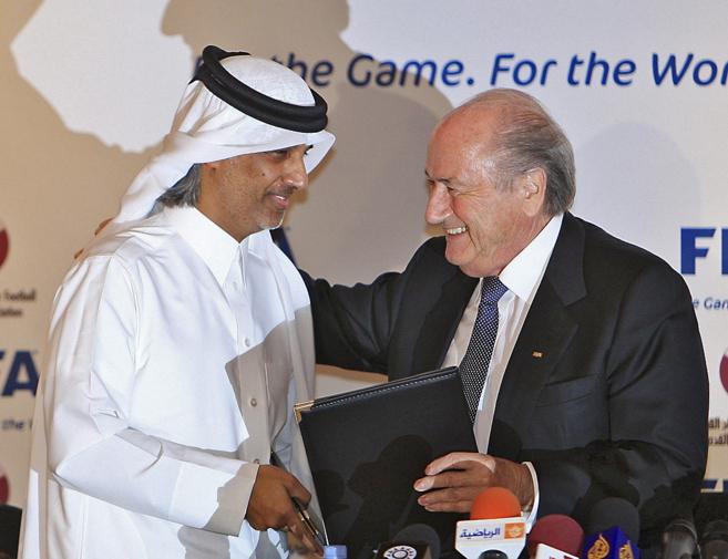 El presidente Ahmad Al Thani y Joseph Blatter en un acto realizado en...