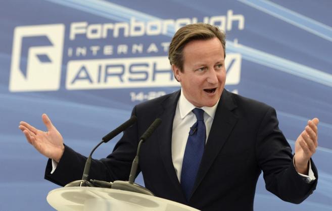 El primer ministro británico, David Cameron, da un discurso en...