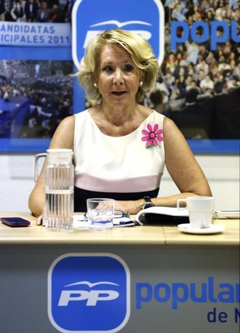 La presidenta del PP de Madrid, Esperanza Aguirre, hoy en la reunión...