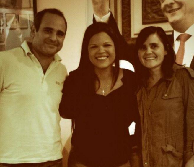 María Gabriela Chávez junto a Roberto y Eugenia Vignati