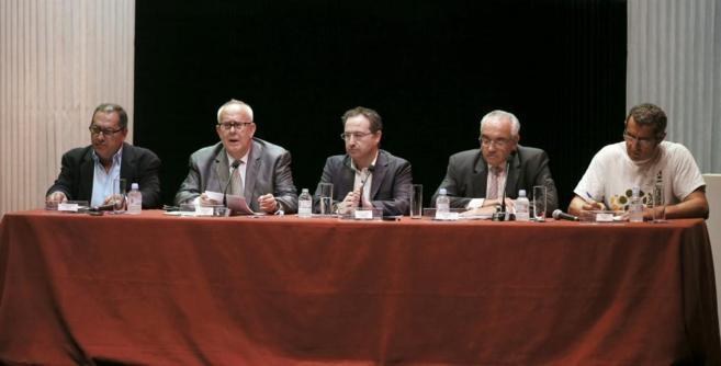 Ramón Colom, presidente de FAPAE,  lee la carta dirigida al...