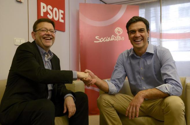 Pedro Sánchez con el secretario general del PSPV-PSOE, Ximo Puig, en...
