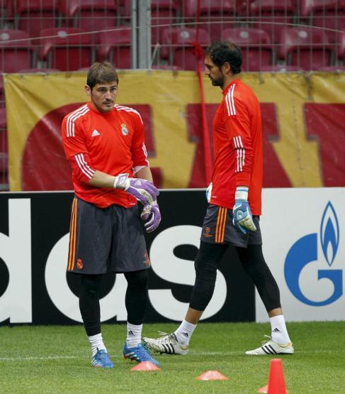 Casillas y Diego López, durante un entrenamiento con el Madrid.