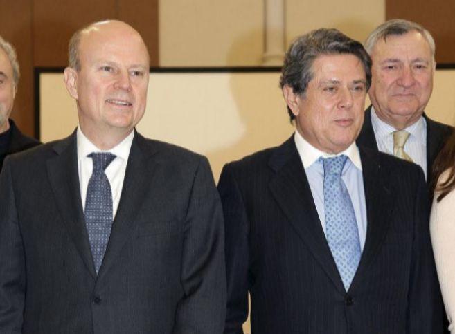 El embajador Federico Trillo (d) en un acto en Londres.