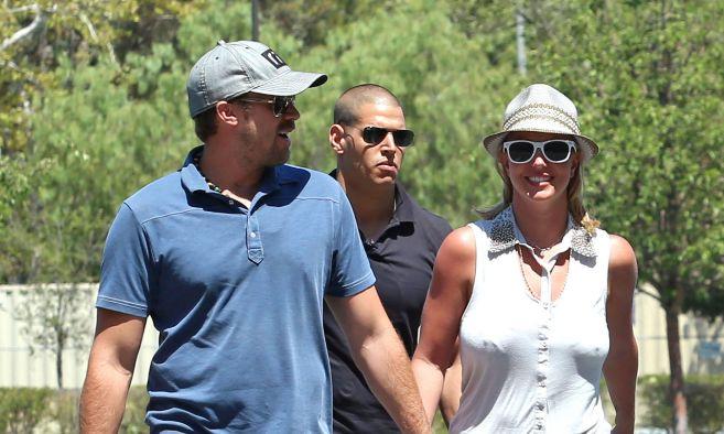 Britney Spears y su novio David Lucado paseando por las calles de Los...