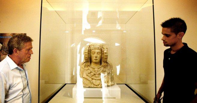 Réplica del busto de la Dama de Elche que alberga el MAHE dele...
