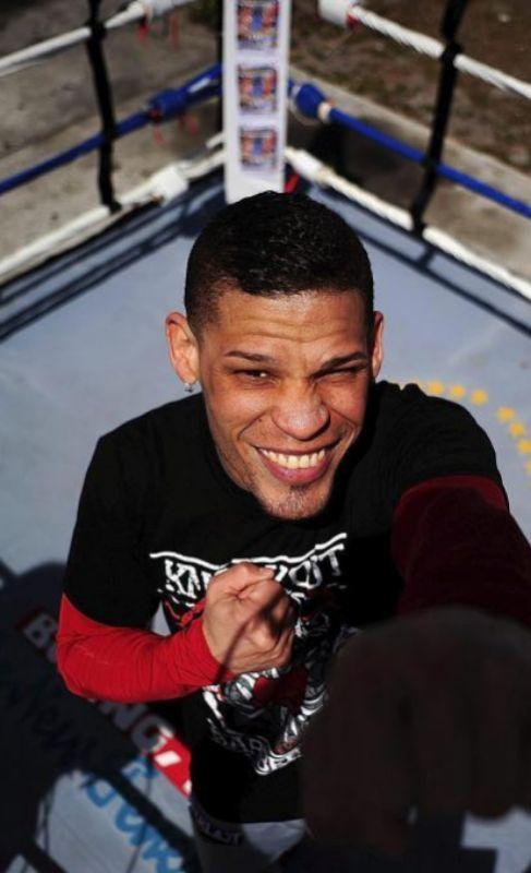 Orlando Cruz.  Fue el primer boxeador profesional en salir del...