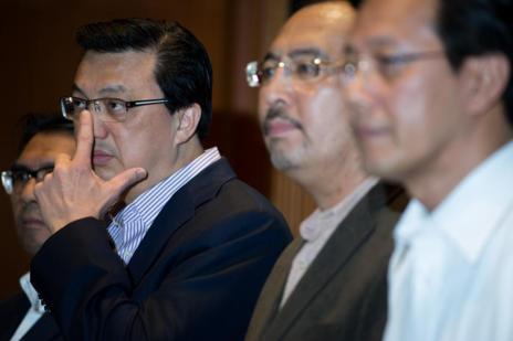 El ministro de transportes malasio, Liow Tiong Lai, habla a los...