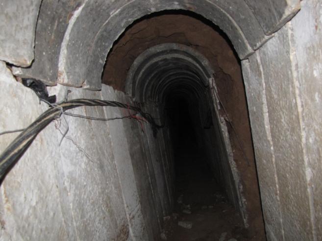 """Uno de los """"túneles de ataque"""" de Hamas que conecta la Franja con..."""