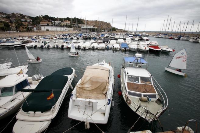 Embarcaciones amarradas en el puerto de El Candado.
