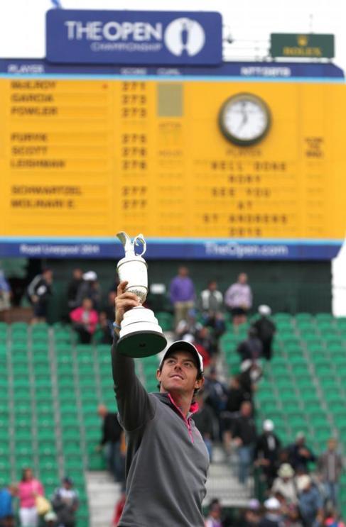 McIlroy levanta el trofeo conquistado en el British.