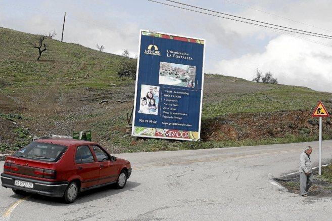 Cartel de la promoción La Fortaleza de Mirador, en Vélez-Málaga.