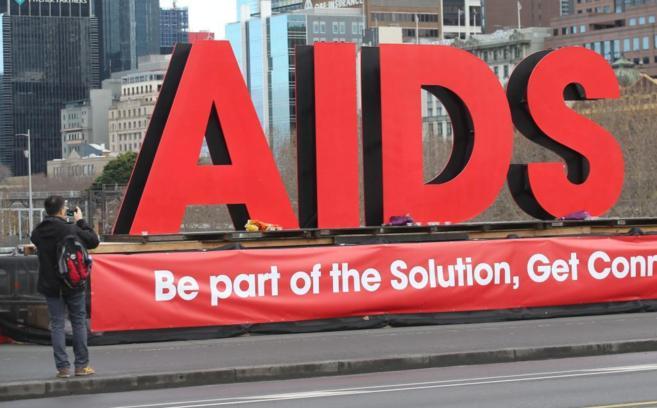 Un cartel en la XX Conferencia Internacional de Sida que se está...