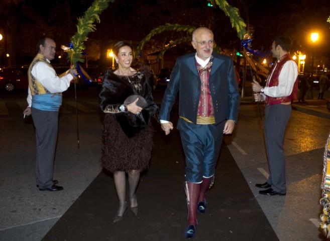 El empresario Juan Roig y su esposa en un acto festero en Valencia.