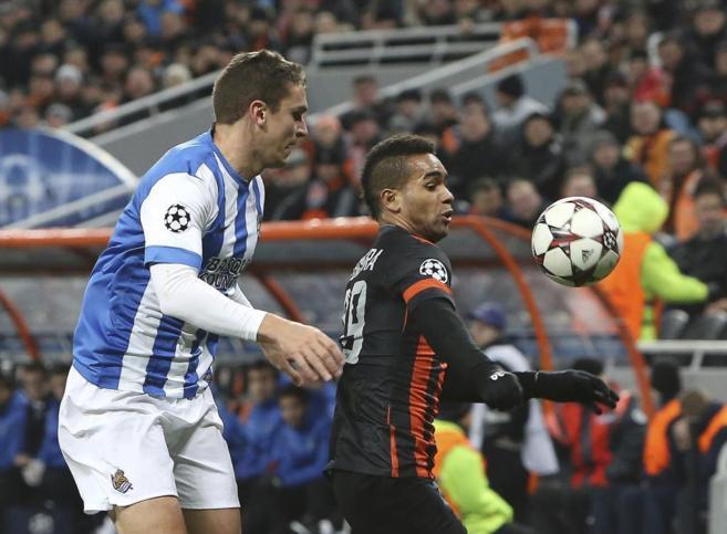 Alex Teixeria, la pasada temporada jugando contra la Real Sociedad, es...