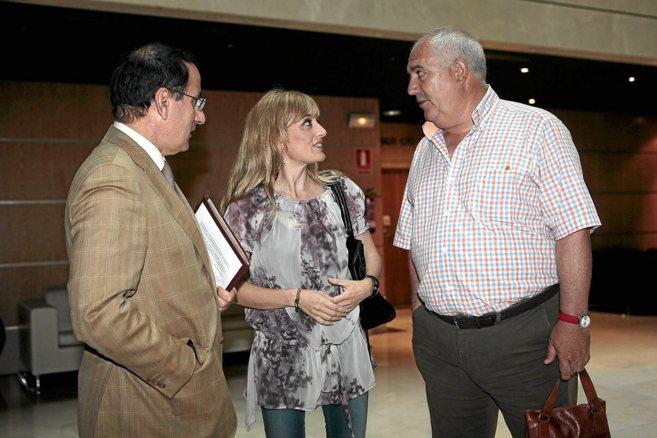 Javier González de Lara (CEA), Carmen Castilla (UGT-A) y Francisco...