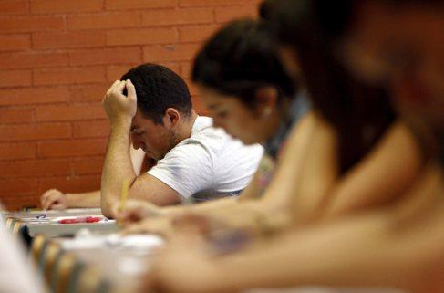Alumnos en uno de los exámenes de selectividad.
