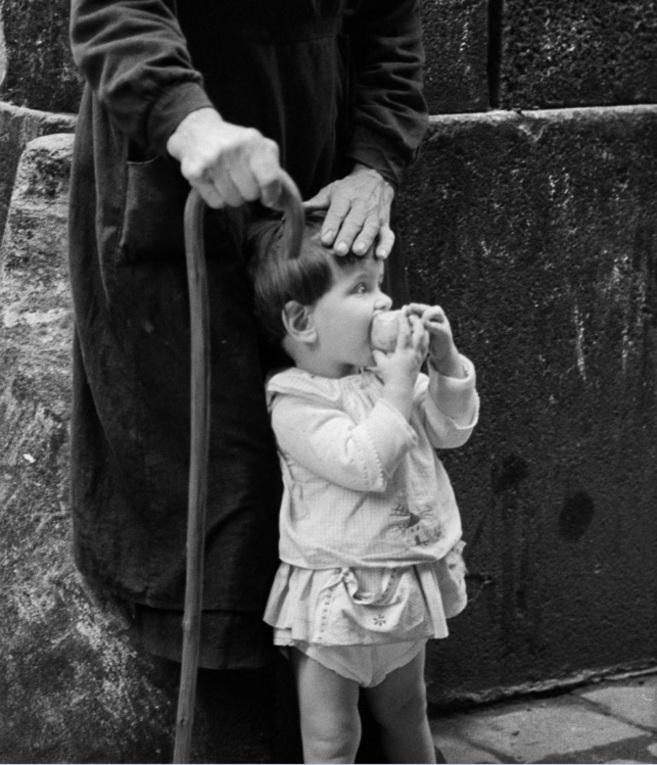 'La mano protectora'. Fotografía de Eugeni Forcano, 1963