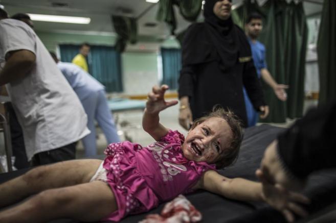Una niña palestina, herida en uno de los ataques israelíes.