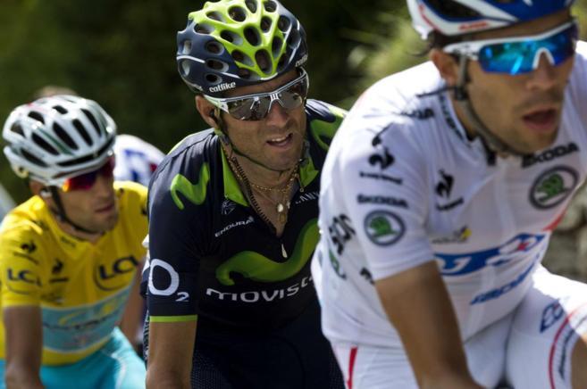 Valverde, Pinot y Vincenzo Nibali en la ascensión a Pla d'Adet.