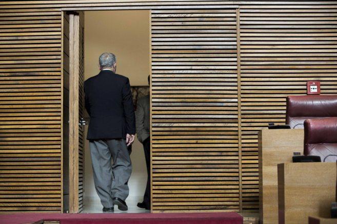 Juan Cotino sale de las Cortes en el último pleno celebrados a...