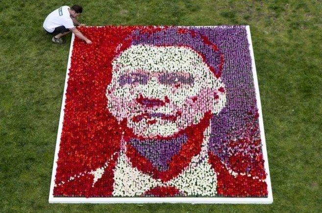 Así recibió William Hill  la llegada de Van Gaal, 25.000 tulipanes.