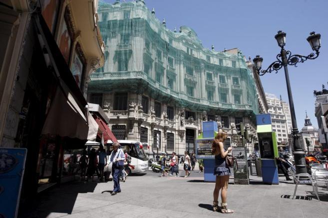 Fachada de la manzana de Canalejas que da a la plaza del mismo nombre.