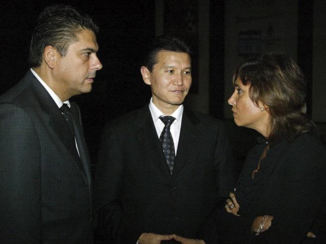 Javier Ochoa (izda.), presidente de la Federación Española, con...
