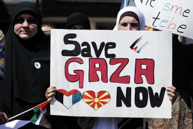 Musulmanas de la República macedonia piden paz para Gaza.