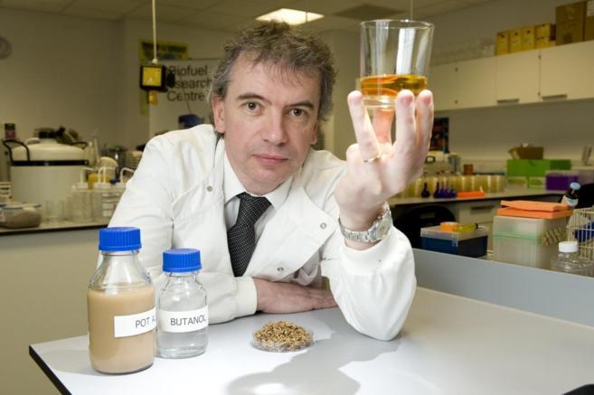 El microbiólogo Martin Tangney, desubridor del método, con una...