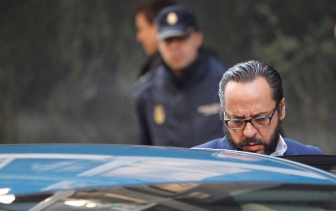 Álvaro Pérez 'El Bigotes' sale de la Audiencia Nacional el...