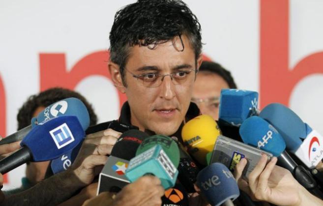 Eduardo Madina, atiende a los medios de comunicación en el Congreso...
