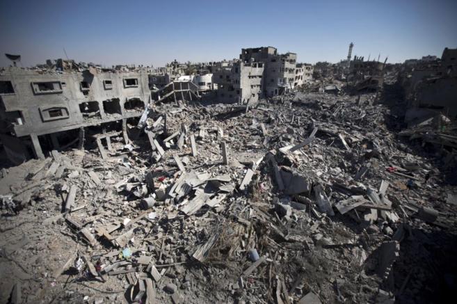 Escombros en el barrio residencial Shejaiya de Gaza, destruido por...