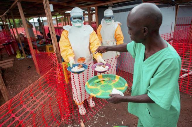 Centro de Médicos Sin Fronteras para el tratamiento del ébola en...