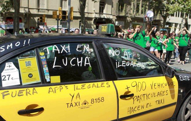 Uno de los taxis que participó en la última protesta organizada en...