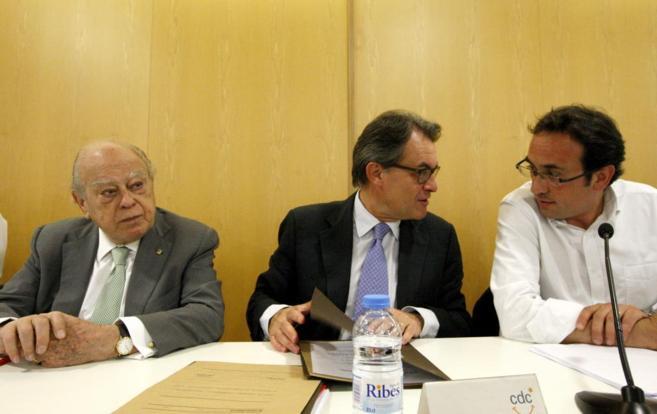 El president Artur Mas flanqueado por Jordi Pujol y Josep Rull en una...
