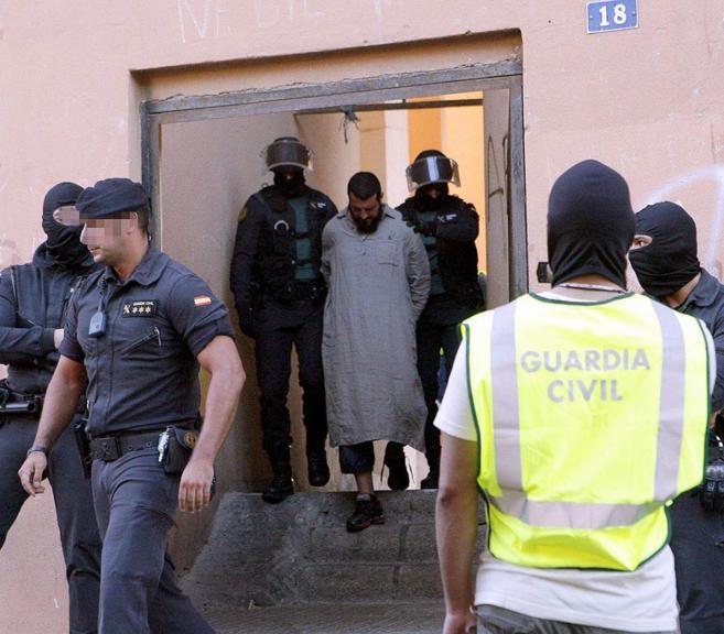Uno de los detenidos en mayo en Melilla en una operación contra una...