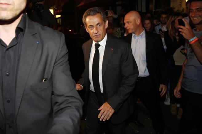 El ex presidente galo sale de un restaurante tras estar arrestado15...