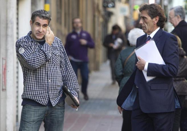 Jordi Cases y su abogado Felipe Izquierdo.